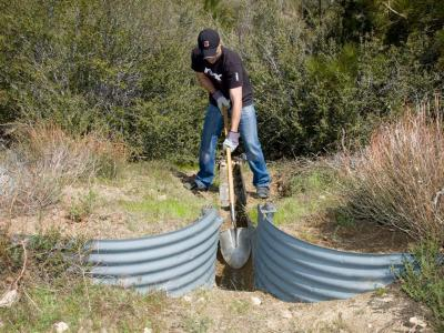 2010.yamaha.ohv-acces-initiative-program.working-on-ditch.jpg