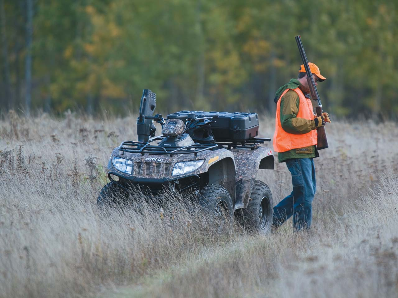 2011.arctic-cat700.camo_.front-left.parked.hunting.jpg