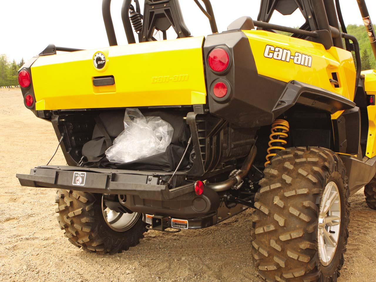 2011.can-am.commander.close-up.rear-cargo.