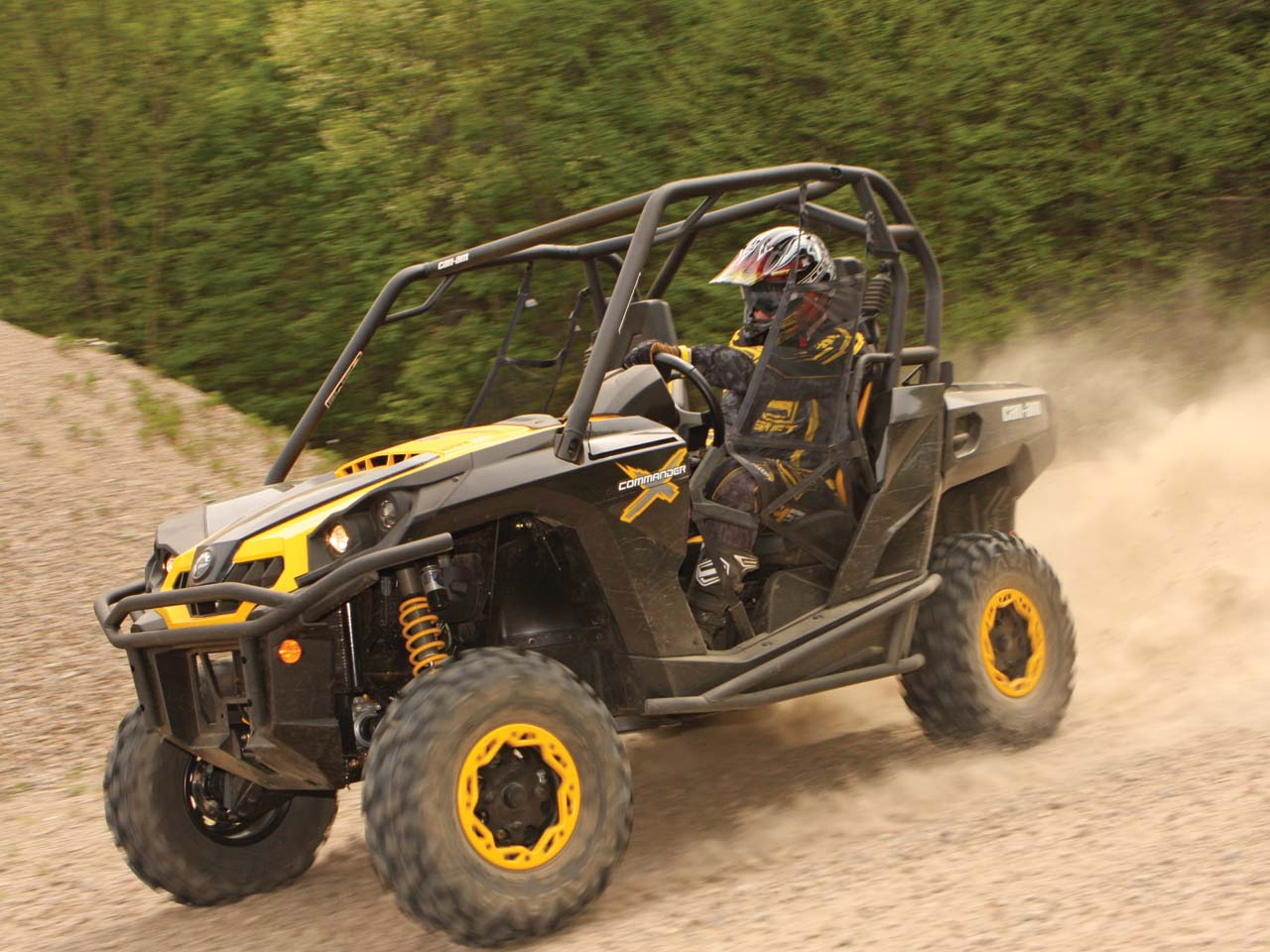 Pete slides the new can am commander 1000x through a corner