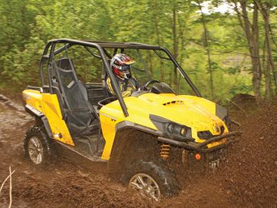 2011.can-am.commander1000x.yellow.front-right.riding.through-mud.jpg