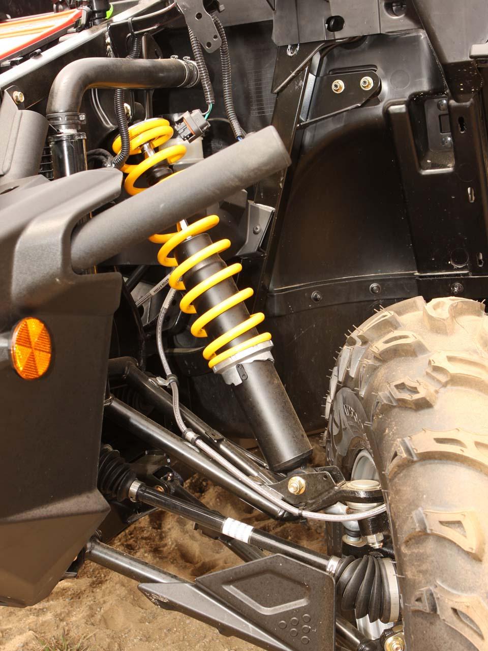 2011 can-am commander1000xt close-up front-suspension
