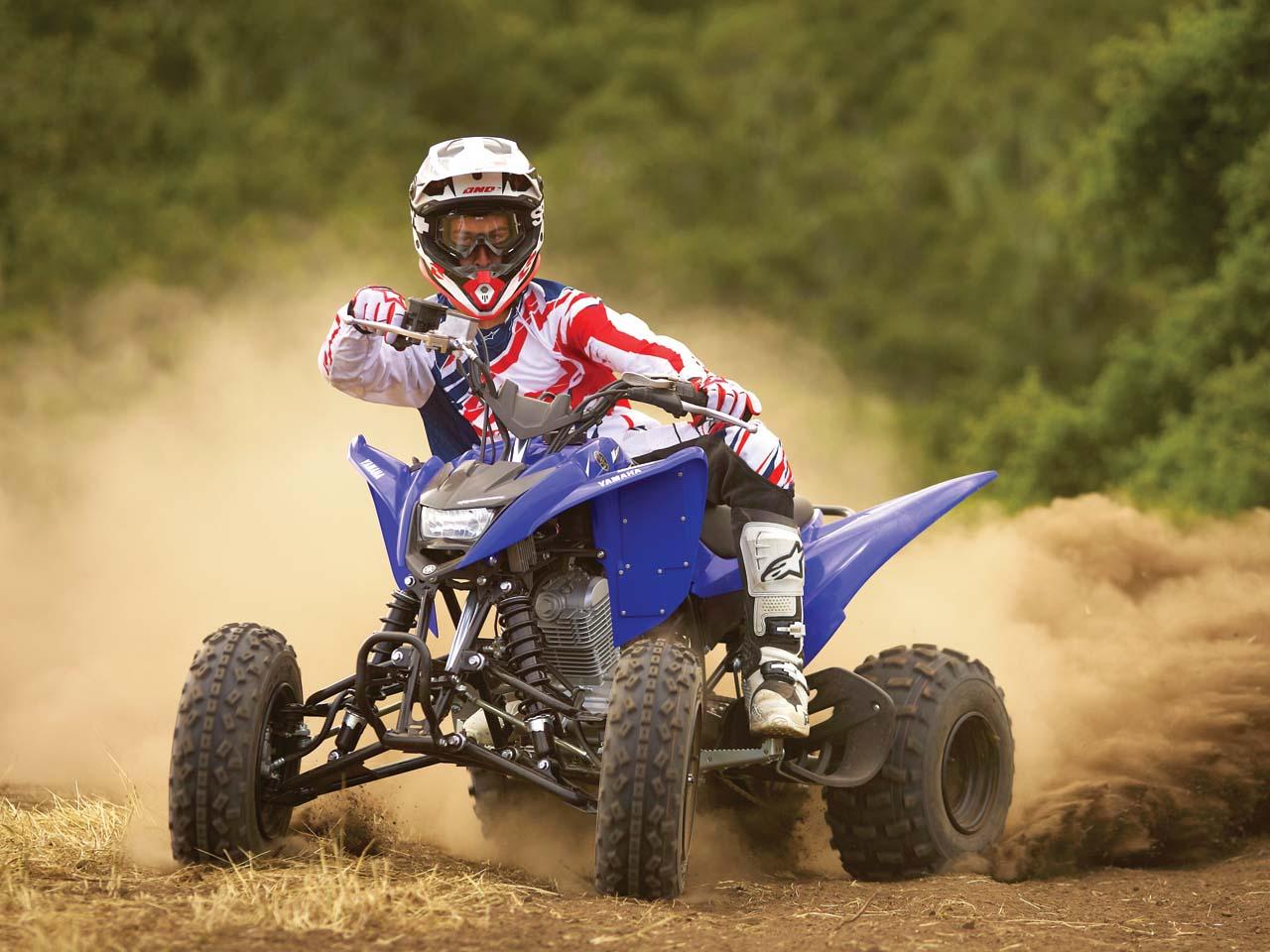 2011.yamaha.raptor125.blue_.front_.riding.on-dirt.jpg