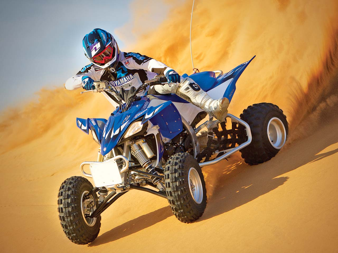 2012.yamaha.yfz450r.blue_.front-left.riding.on-sand.jpg