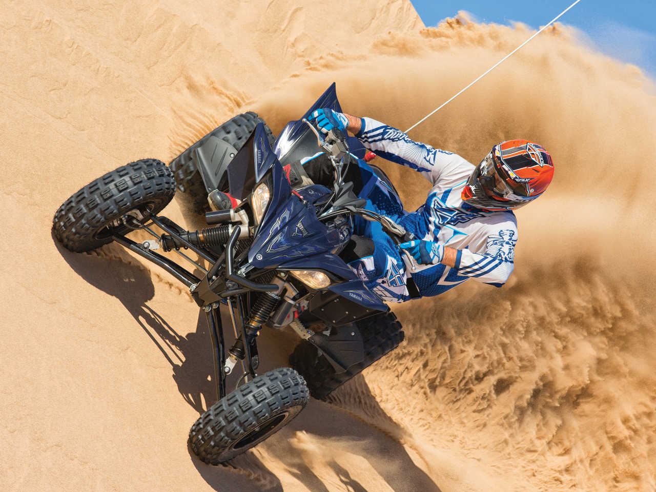 2013.yamaha.yfz450r.black_.front_.riding.on-sand.jpg