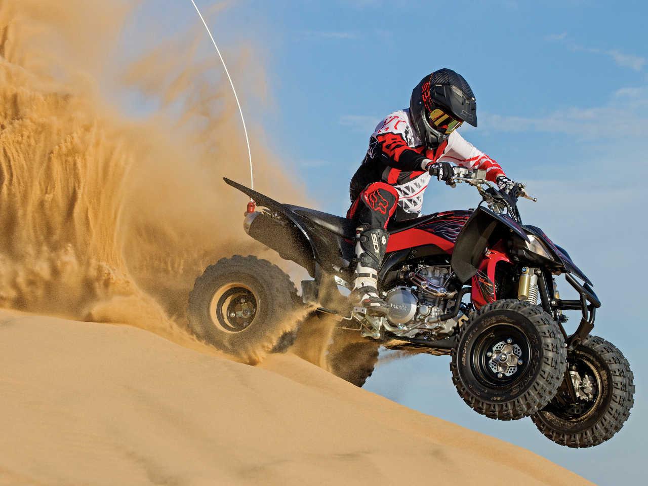 2014.yamaha.raptor.black_.right_.riding.on-sand.jpg