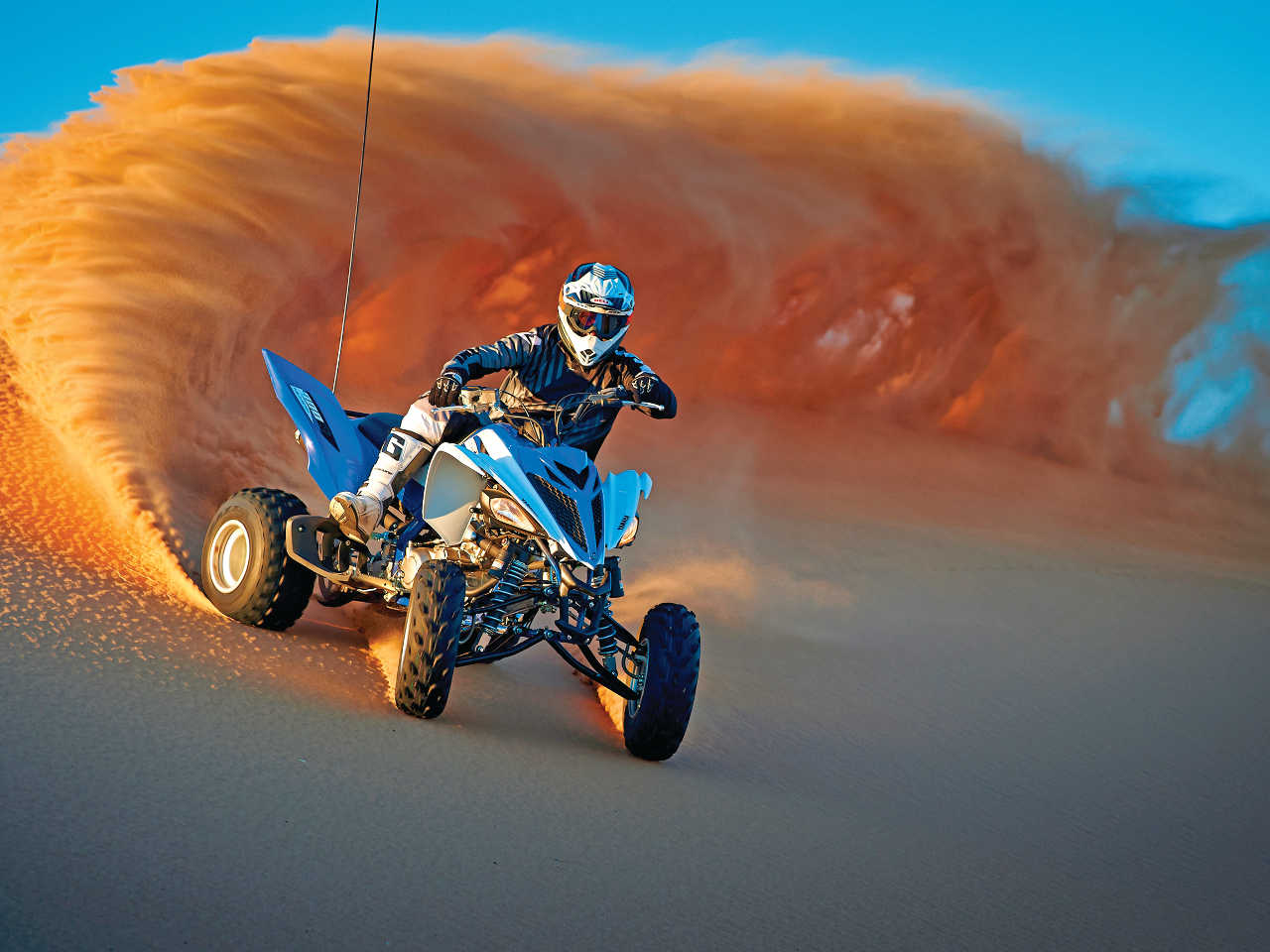 2015.yamaha.raptor700.blue-and-white.front-right.riding.on-sand.JPG