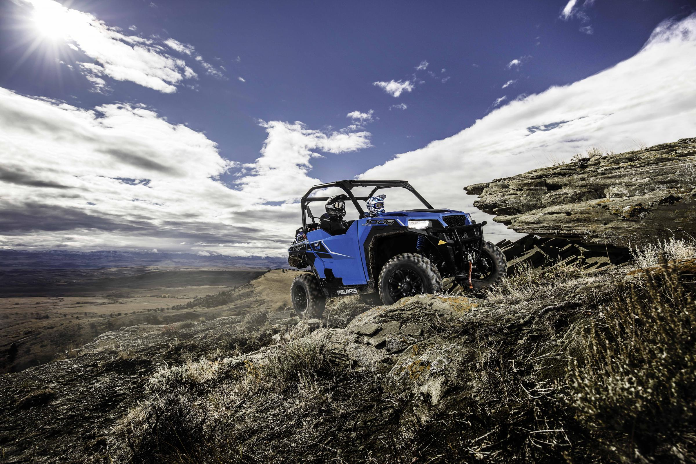 2016-polaris-general-1000-eps-velocity-blue_six6112_1129.jpg