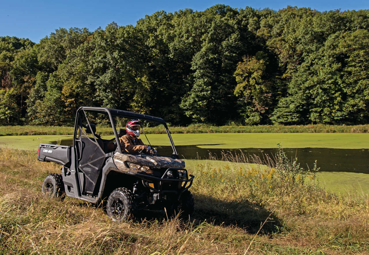 2016.can-am.defender.camo_.front-right.riding.on-grass.jpg