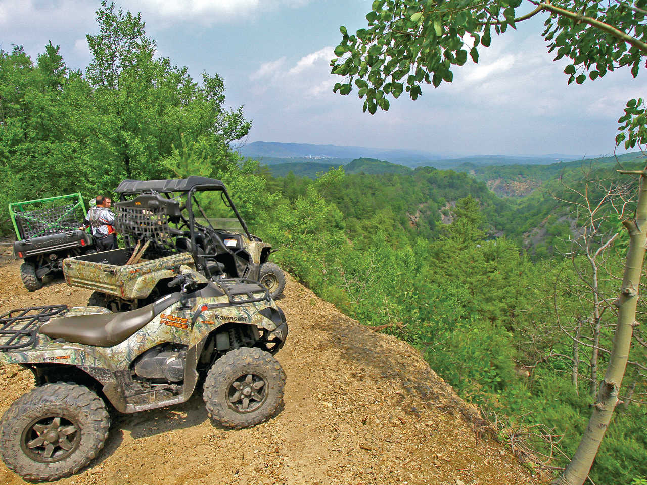 location.2015.anthracite-outdoor-adventure-area.pennsylvania.atvs_.parked.by-overlook.jpg