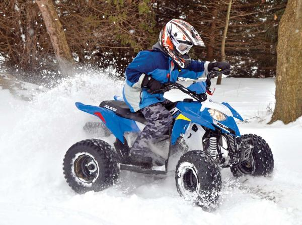 2017.polaris.outlaw110.front-right.blue_.riding.in-snow.jpg