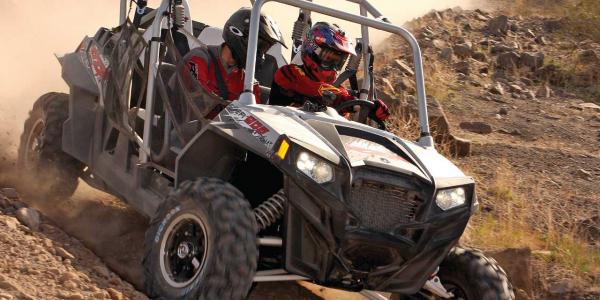2014.polaris.rzr4-900eps.front-right.silver.riding.on-dirt.jpg