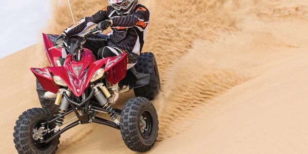 2014.yamaha.yfz450r.red.front.riding.on-sand.jpg