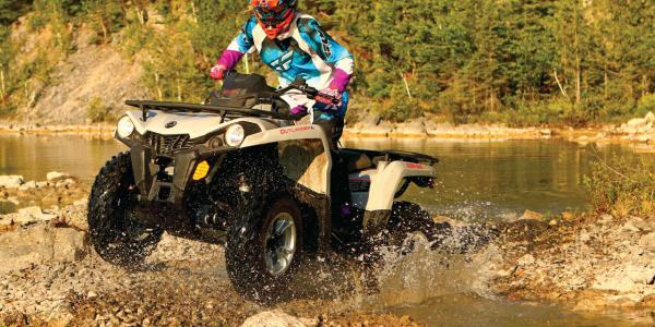 2015.can-am.outlander-l450.grey.front-left.riding.through-water.jpg