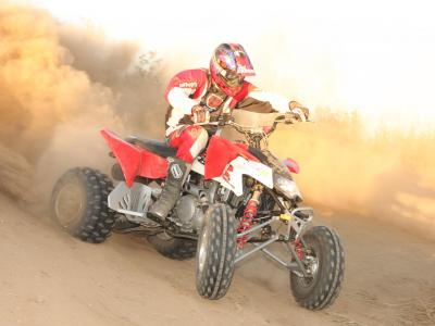 2010.polaris.525s.red_.front-right.riding.on-dirt.jpg