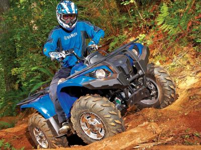 2012.yamaha.grizzly450eps.blue.front-right.riding.over-log.jpg