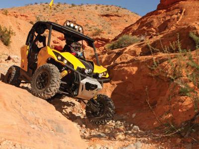 2013.can-am.maverick1000.yellow.front.riding.down-rocks.JPG