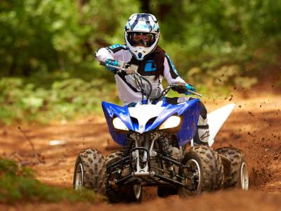 2013.yamaha.raptor250.blue.front.riding.on-trail.JPG