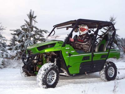 2014.kawasaki.teryx4.green.left.riding.on-snow.JPG