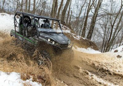 2016.kawasaki.teryx4.black.front-right.riding.through-mud.jpg