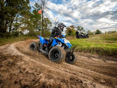 2016.polaris.outlaw110.blue.racing.on-track.jpg