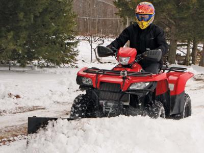 vendor.2012.american-manufacturing.eagle-plow.front-left.plowing-snow.jpg