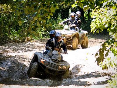 vendor.2012.crockettsville.atv-ride-event.riding-atvs-through-mud.jpg
