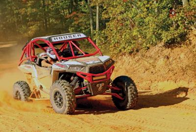 vendor.2016.houser-racing.custom-polaris-rzr1000.red.front-right.riding.on-dirt.jpg