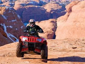 2010.arctic-cat.450.red_.front_.riding.on-rock.jpg