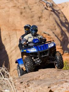 2010.arctic-cat.550h1-trv.blue_.front_.climbing.on-rocks.jpg