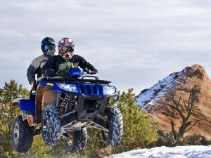 2010.arctic-cat.550h1-trv.blue_.front_.jumping.in-air.jpg