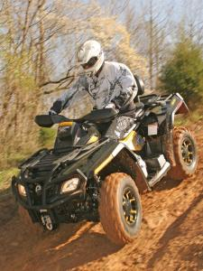 2010.can-am.outlander500max-xt.green_.front-left.riding.on-trail.jpg