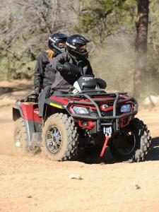 2010.can-am.outlander800r-efi-ltd.red_.front_.riding.on-dirt.jpg