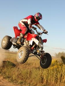 2010.polaris.525s.front-red.right_.jumping.in-air.jpg