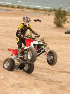 2010.polaris.525s.red_.front-right.wheelie.on-sand.jpg