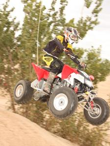 2010.polaris.525s.red_.right_.jumping.in-air.jpg