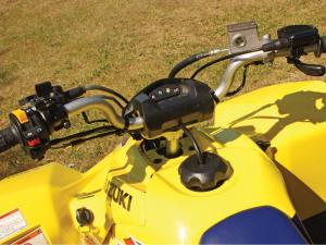 2010.suzuki.ltz400.close-up.controls.jpg