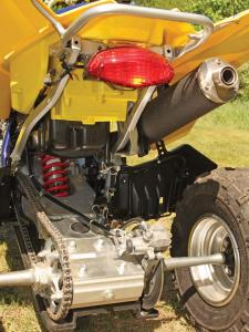 2010.suzuki.ltz400.close-up.swing-arm.jpg