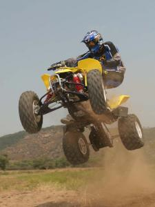 2010.suzuki.ltz400.yellow.front-left.jumping.in-air_0.jpg