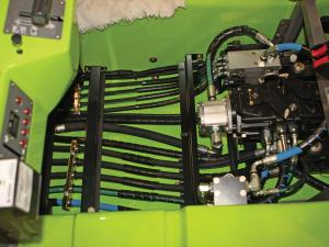 2010.terratrack.rangerunner.close-up.hydraulics.jpg