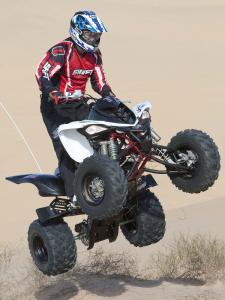 2010.yamaha.raptor700r.white_.front-right.jumping.in-air.jpg