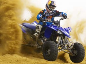 2010.yamaha.yfz450r.blue_.front-right.riding.on-sand.jpg