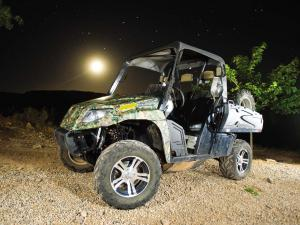 2011.arctic-cat.prowler700hdx.front-left.camo_.parked.on-dirt.jpg