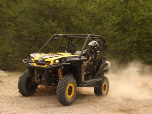 2011.can-am.commander.black_.front-left.riding.on-dirt.jpg