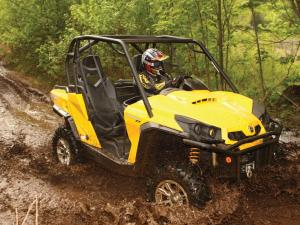 2011.can-am.commander1000xt.front-right.yellow.riding.through-mud.jpg