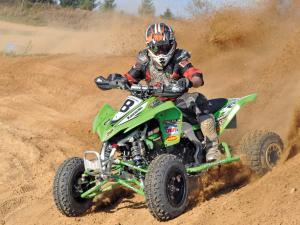 2011.kawasaki.kfx450r.green_.front-left.riding.on-track.jpg
