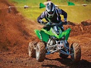 2011.kawasaki.kfx450r.green_.front_.riding.on-track.jpg
