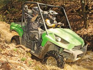 2011.kawasaki.teryx750fi.green_.right_.riding.through-mud.jpg
