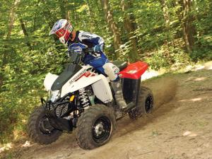 2011.polaris.scrambler500.white_.front-left.riding.on-dirt.jpg