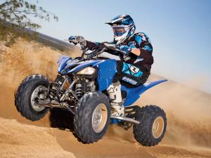 2011.yamaha.raptor250.blue_.front-left.riding.on-sand.jpg